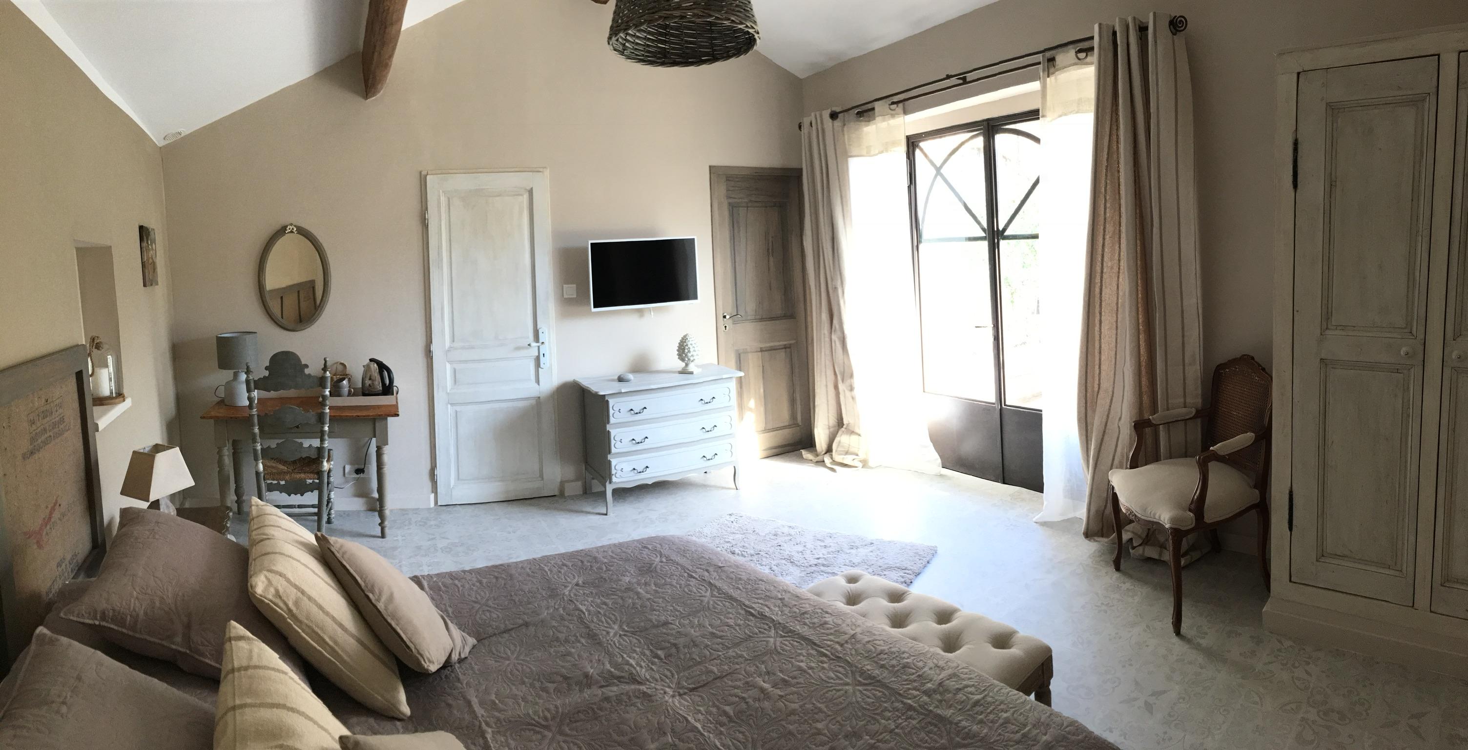 Burlap Room 3 - La Bastide des Songes - Luberon Bed and Breakfast - Vaucluse