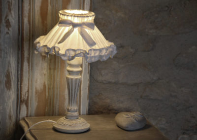 la bastide des dreamses - bed and breakfast - provence - luberon - robion - cotton flower - detail - lamp