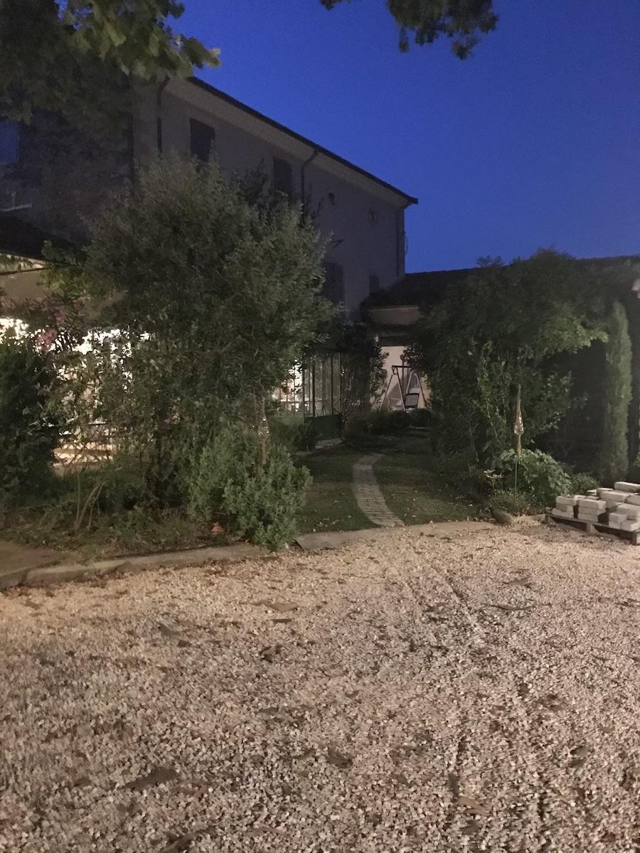la bastide des songes - chambre d'hotes - luberon - provence - gordes - isle sur la sorgue - avignon - spa - jacuzzi - piscine chauffée - bed and breakfast - chambre d'hotes de charme - arrivée de nuit