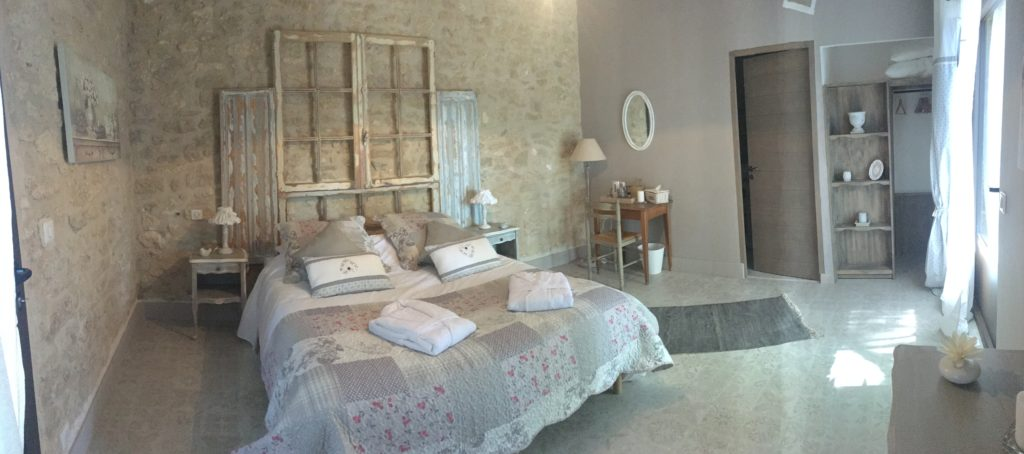 la bastide des songes - bed and breakfast - luberon - provence - gordes - isle sur la sorgue - avignon - spa - jacuzzi - heated swimming pool - bed and breakfast - charming bed and breakfast - cotton flower room
