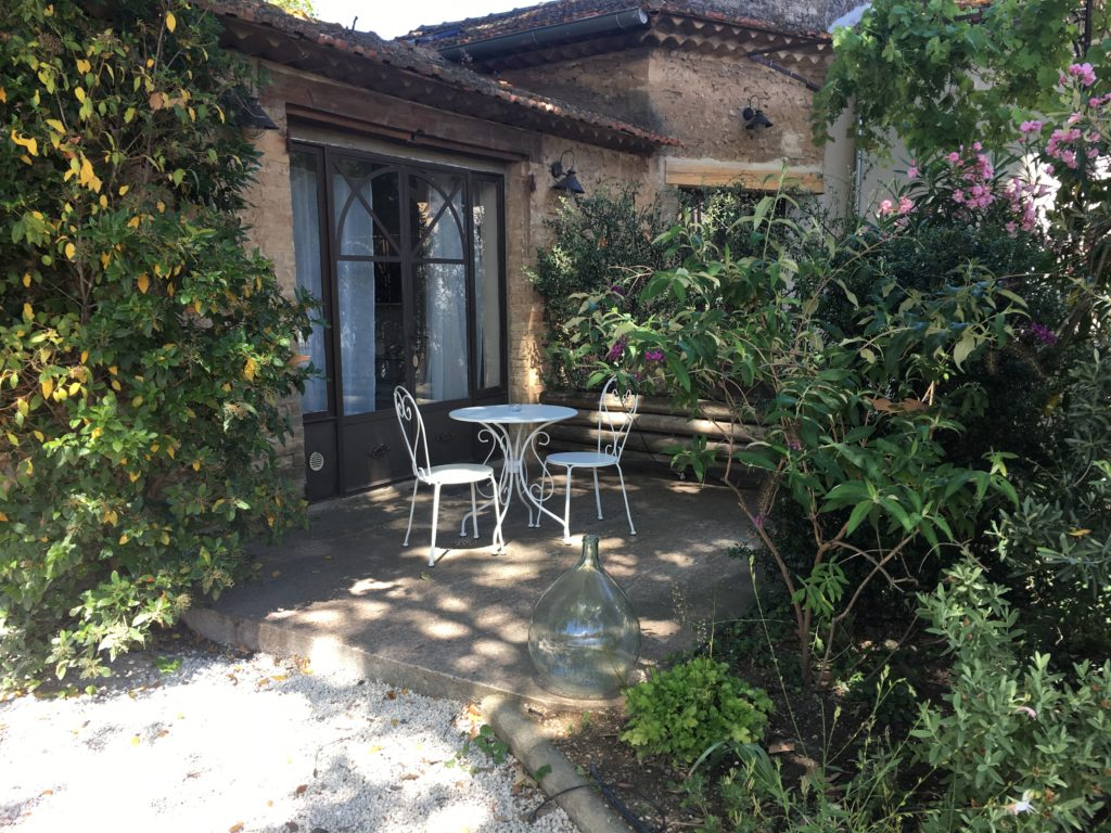 la bastide des songes - bed and breakfast - luberon - provence - gordes - isle sur la sorgue - avignon - spa - jacuzzi - heated swimming pool - bed and breakfast - charming bed and breakfast - burlap room - terrace