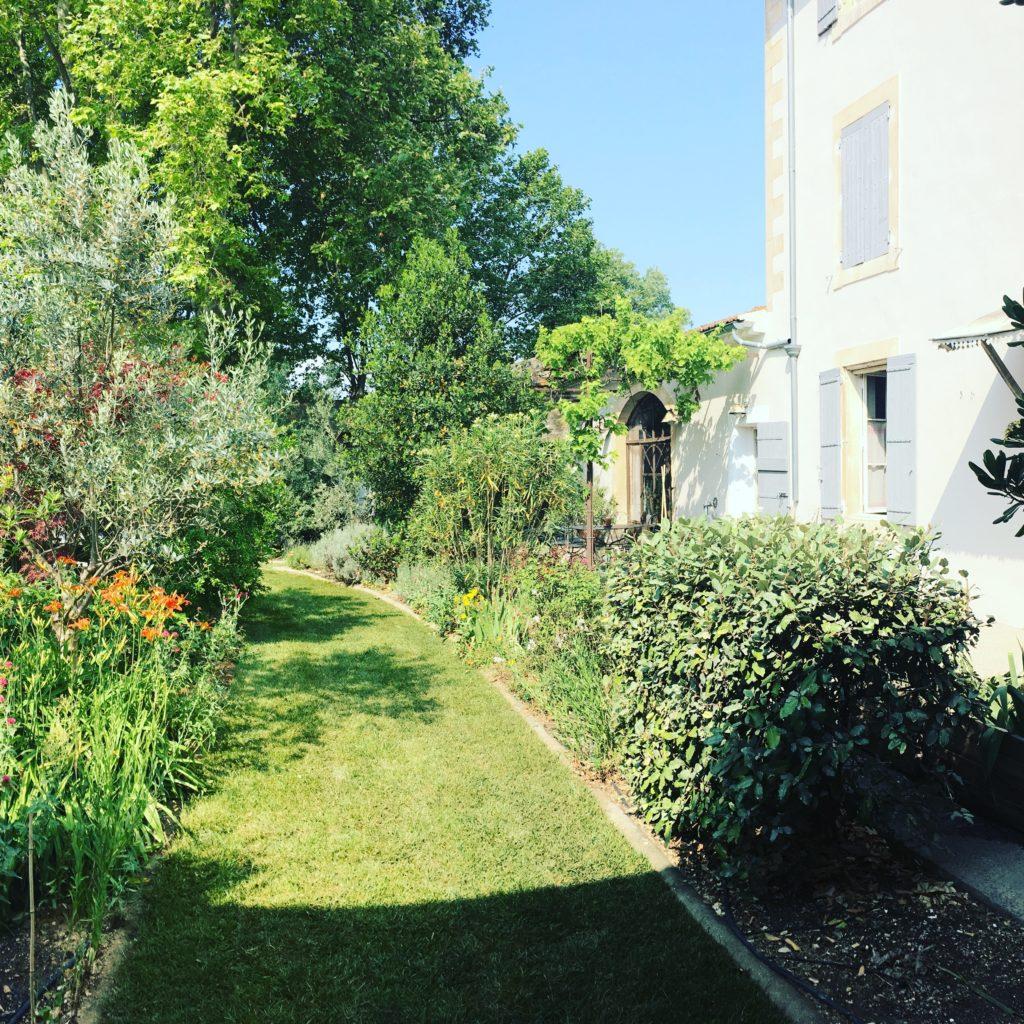 la bastide des songes - chambre d'hotes - luberon - provence - gordes - isle sur la sorgue - avignon - spa - jacuzzi - piscine chauffée - bed and breakfast - chambre d'hotes de charme - jardin