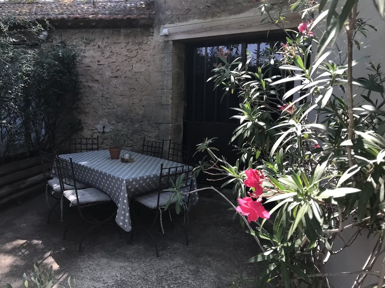 la bastide des songes - bed and breakfast - luberon - provence - gordes - isle sur la sorgue - avignon - spa - jacuzzi - heated swimming pool - bed and breakfast - charming bed and breakfast - gite terrace