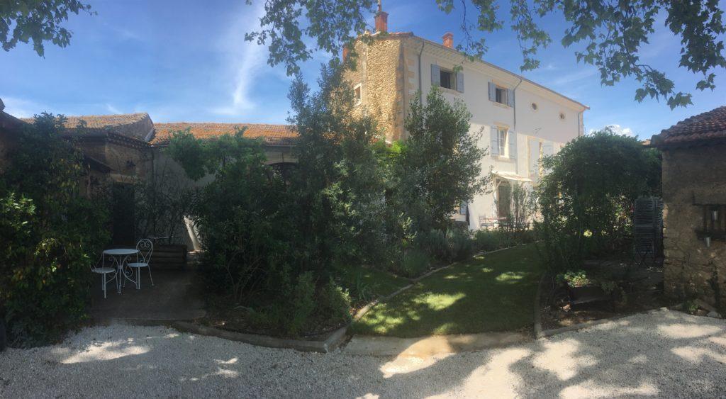 la bastide des songes - chambre d'hotes - luberon - provence - gordes - isle sur la sorgue - avignon - spa - jacuzzi - piscine chauffée - bed and breakfast - chambre d'hotes de charme - vue d'ensemble
