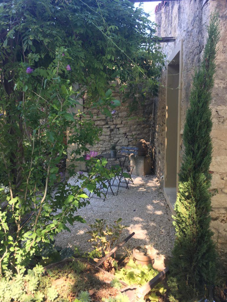 la bastide des songes - luberon - provence - gordes - isle sur la sorgue - jacuzzi - piscine chauffée - bed and breakfast - chambre d'hotes de charme - chambre fleur de coton- terrasse privative