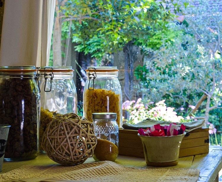 la bastide des songes - chambre hotes - luberon - provence - gordes - roussillon - isle sur sorgue - buffet - petit dejeuner