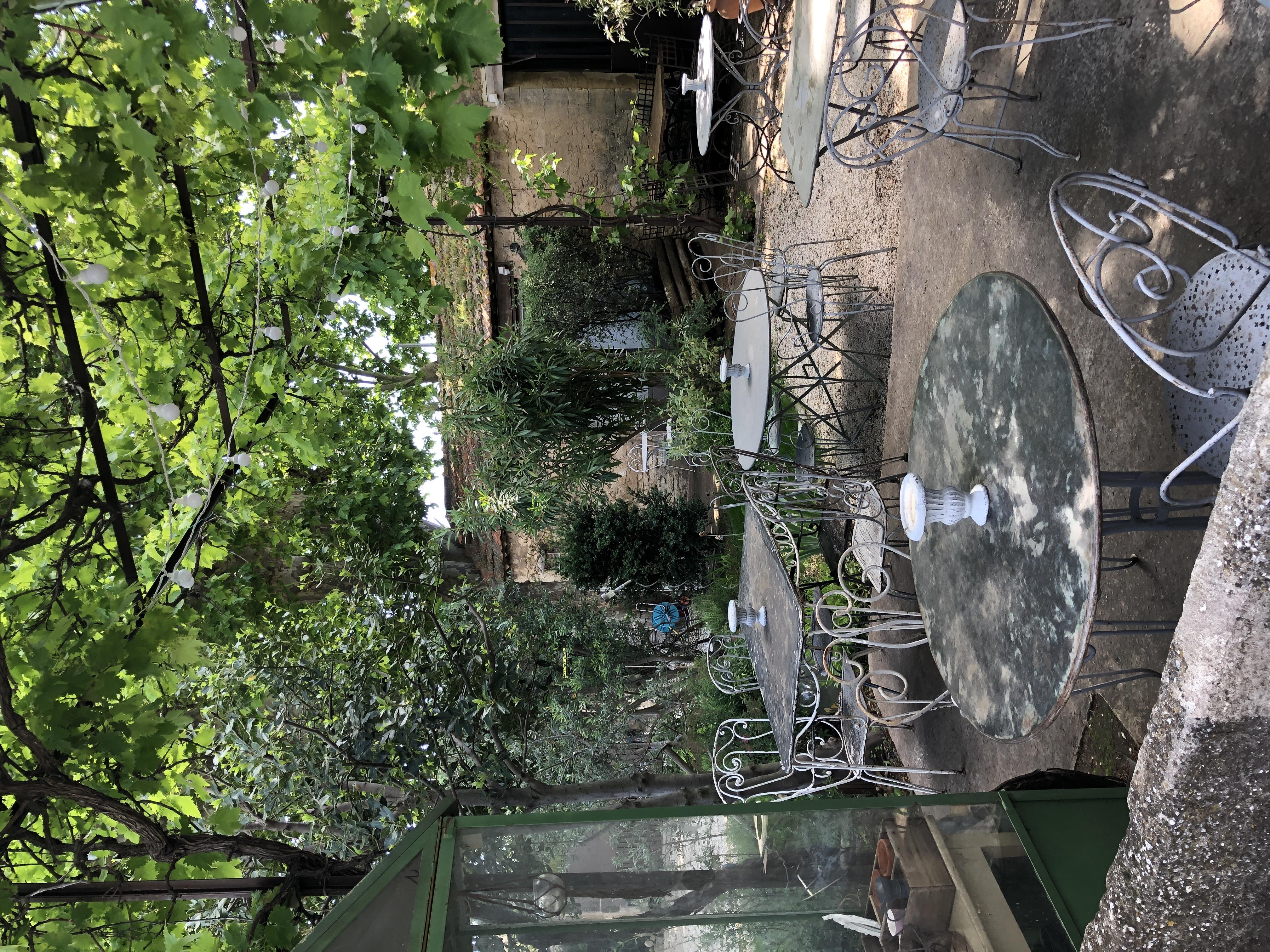 la bastide des songes - chambre hotes - luberon - provence - gordes - roussillon - isle sur sorgue - terrasse petits dejeuners