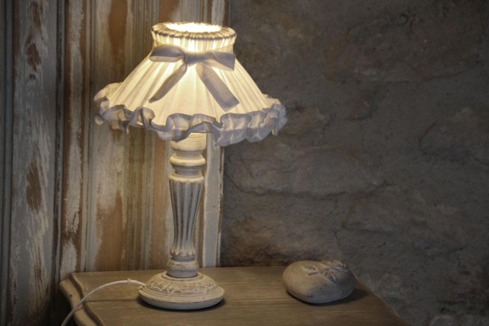 la bastide des songes - chambres d hotes - provence - luberon - robion - fleur de coton - detail - lampe