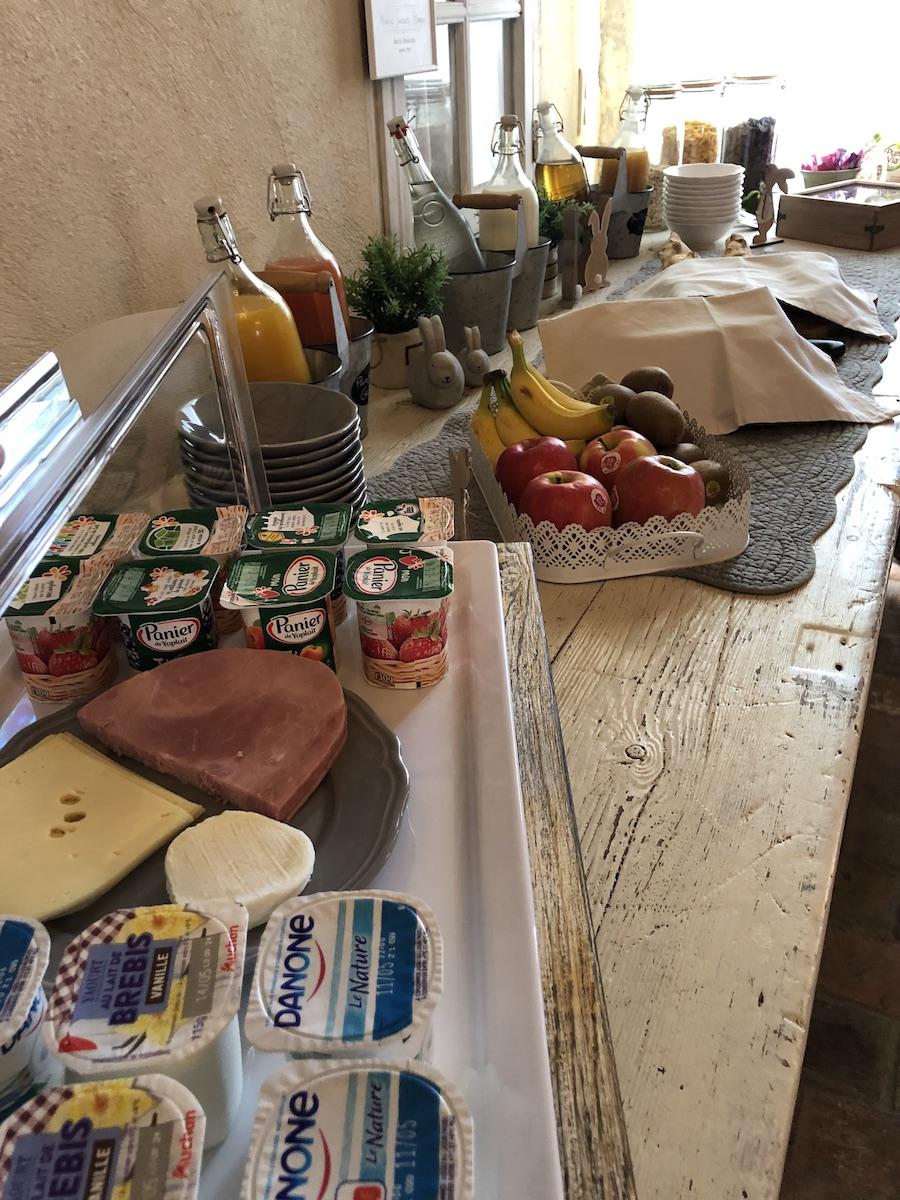 la bastide des songes - chambre d'hotes - luberon - provence - gordes - isle sur la sorgue - avignon - spa - jacuzzi - piscine chauffée - bed and breakfast - chambre d'hotes de charme - buffet - petit déjeuner - breakfast