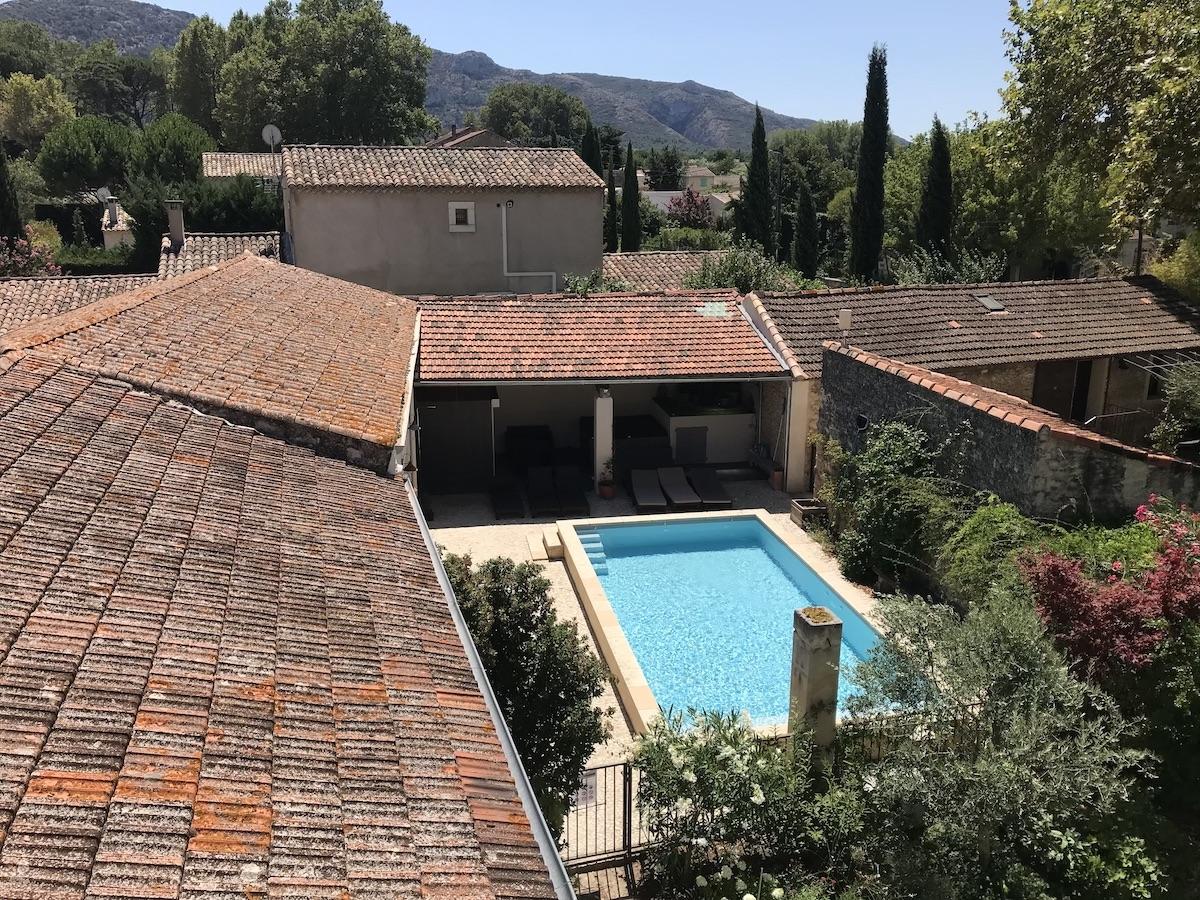 la bastide des songes - chambre d'hotes - luberon - provence - gordes - isle sur la sorgue - avignon - spa - jacuzzi - piscine chauffée - bed and breakfast - chambre d'hotes de charme - vue d'en haut