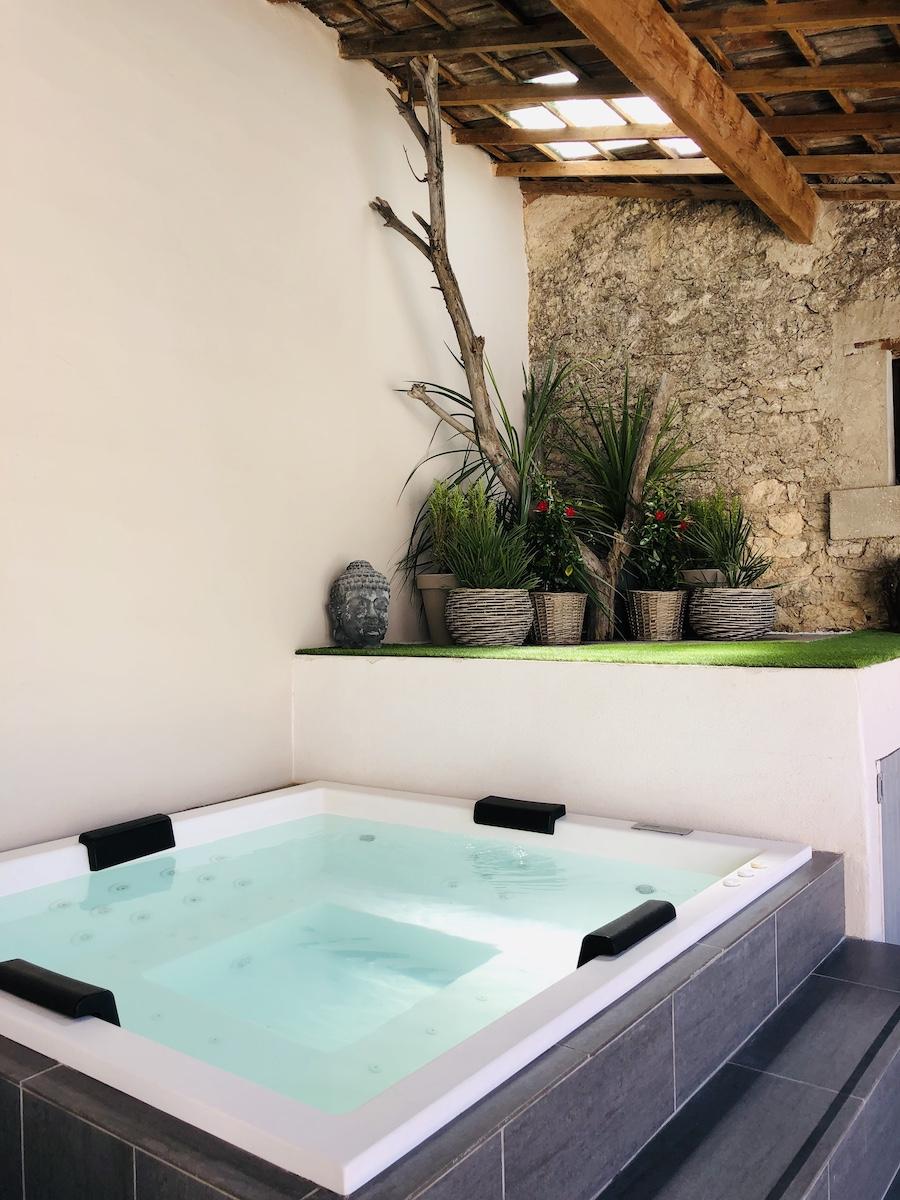 la bastide des songes - luberon - provence - gordes - isle sur la sorgue - jacuzzi - piscine chauffée - bed and breakfast - chambre d'hotes de charme - espace détente spa jacuzzi