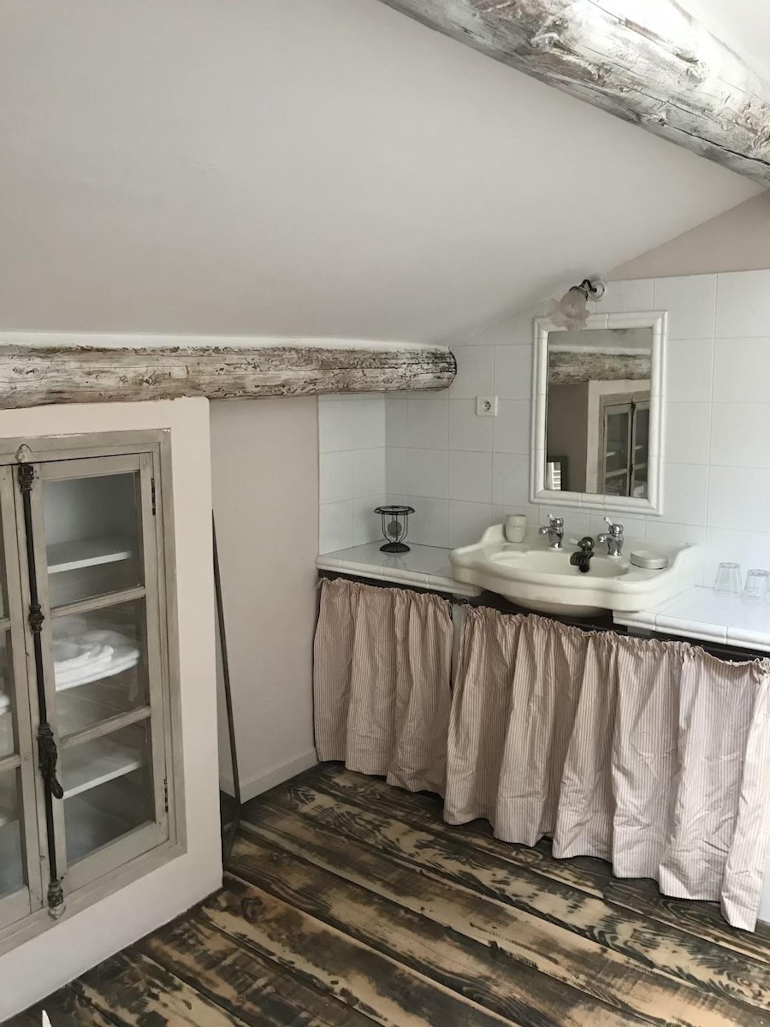 la bastide des songes - chambre hotes - luberon - provence - gordes - roussillon - charme - bed and breakfast - flanelle - salle de bain 2