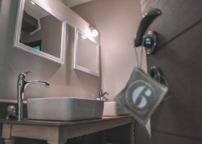 la bastide des songes - chambre hotes - luberon - provence - gordes - roussillon - isle sur sorgue - decoration - salle de bain - fleur de coton