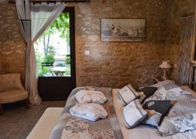 la bastide des songes - chambre hotes - luberon - provence - gordes - roussillon - isle sur sorgue - fleur de coton - chambre et vue