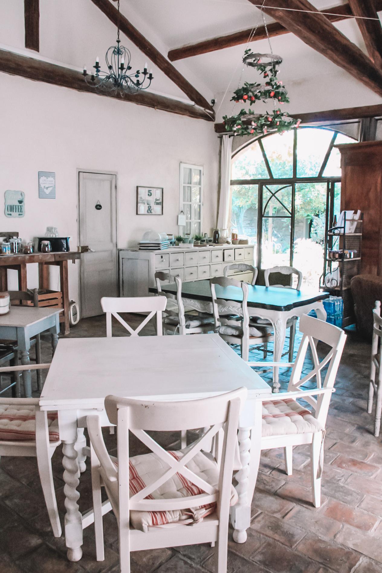 la bastide des songes - chambre hotes - luberon - provence - gordes - roussillon - isle sur sorgue - salle petit dejeuner