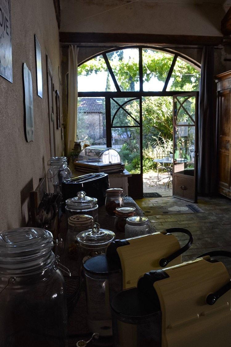 la bastide des songes - chambre hotes - luberon - provence - gordes - roussillon - isle sur sorgue - salle - petit dejeuner